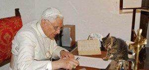 Benedicto XVI y su gato