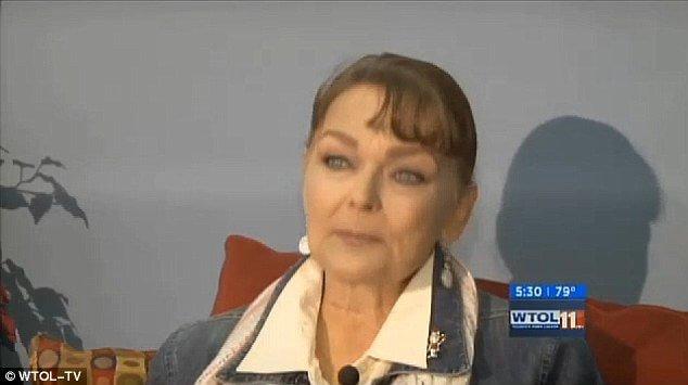 Esta mujer perdió un ojo al lamerle su gato